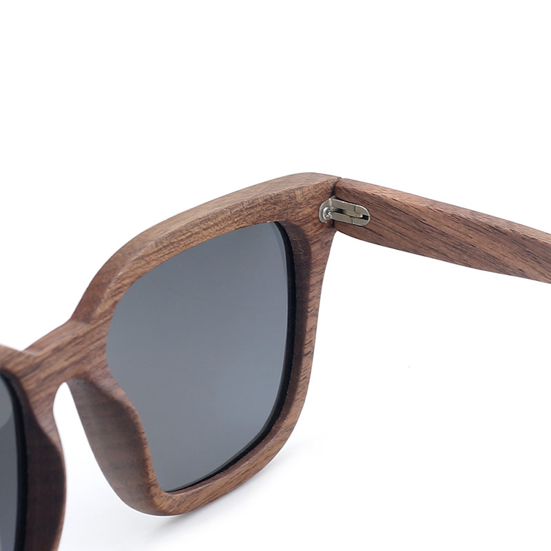 Ochelari de soare din lemn cu lentila neagra